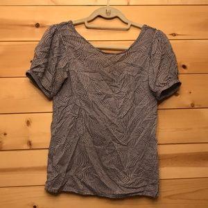 Blue geometric Gap shirt